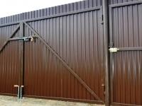 Забор из профнастила на трубах НКТ