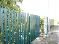 Установлен забор под ключ из штакетника RAL 6005
