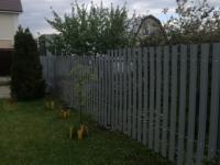 Установлен забор из штакетника RAL7001 на дачном массиве: Черновские дачи