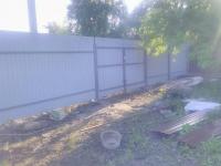 Установлен забор на ул. Рощинская 27