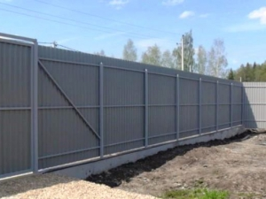 забор из профнастила 2.5 метра